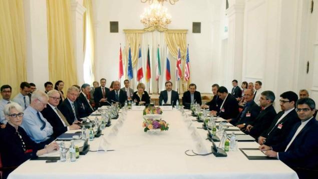 اعضای هیات پیش از آغاز جلسهی مذاکرهی هستهای دوجانبه با ایران