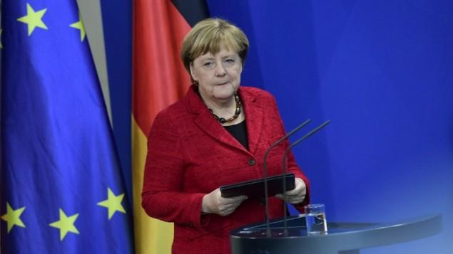 آنگلا مرکل صدراعظم آلمان ۹ نوامبر ۲۰۱۶ در برلین دربارهی نتیجهی انتخابات ریاستجمهوری ایالات متحده سخنرانی میکند
