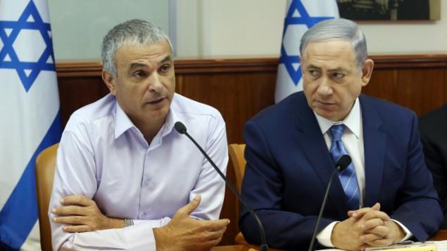 بنیامین نتانیاهو، نخستوزیر اسرائیل، و موشه کهلون وزیر مالی در جلسهی هفتگی کابینه
