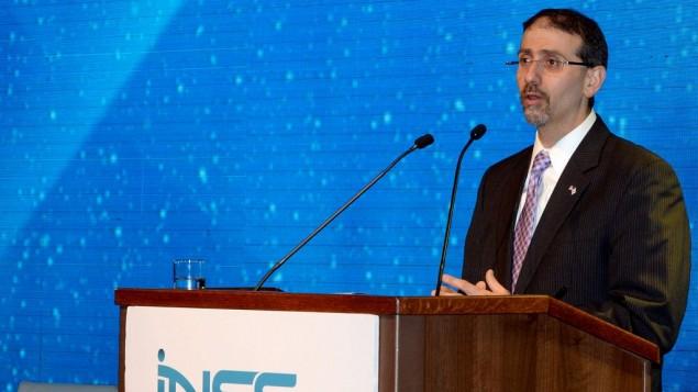 دان شاپیرو سفیر ایالات متحده هنگام سخنرانی در نهمین کنفرانس بینالملل سالانهی انستیتوی مطالعات امنیت ملی در تلآویو