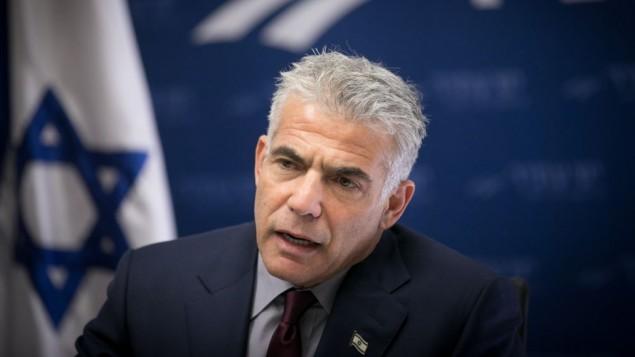 یائیر لاپید رئیس حزب یش آتید در جلسهی حزب خود در کنست