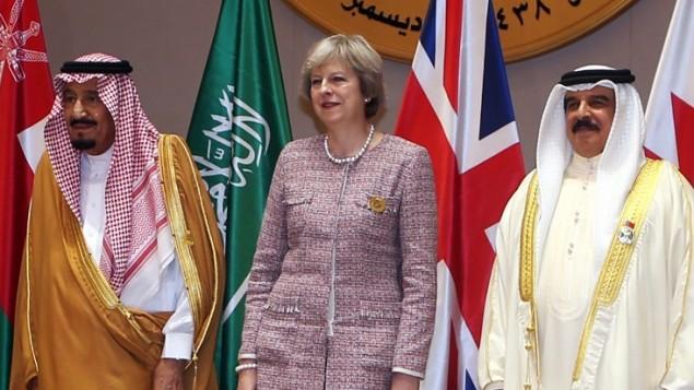 سلمان پادشاه عربستان (چپ) به همراه ترزا می نخستوزیر انگلستان (وسط) و حمد بن عیسی آل خلیفه پادشاه بحرین