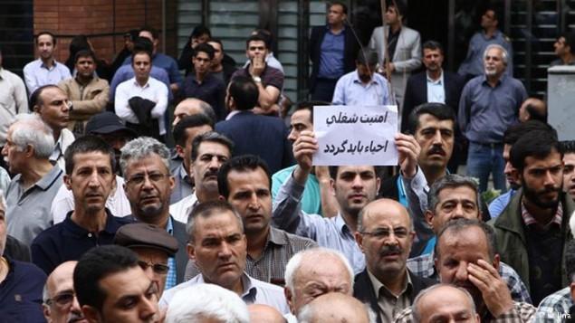 تجمع گروهی از معترضان در ایران