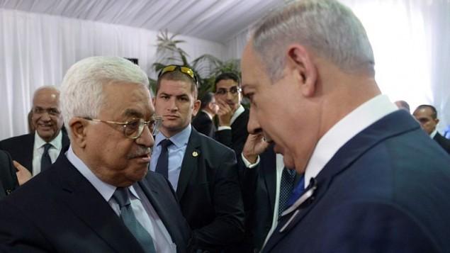 بنیامین نتانیاهو نخست وزیر در ملاقات با پرزیدنت فلسطینی محمود عباس در مراسم ترحیم پرزیدنت شیمعون پرس