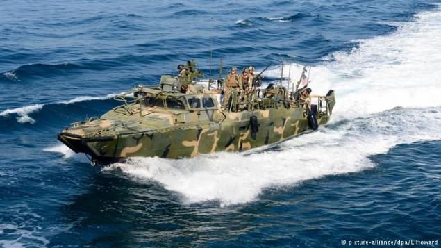 تیراندازی هشدارآمیز نیروی دریایی آمریکا به سمت قایق های سپاه پاسداران