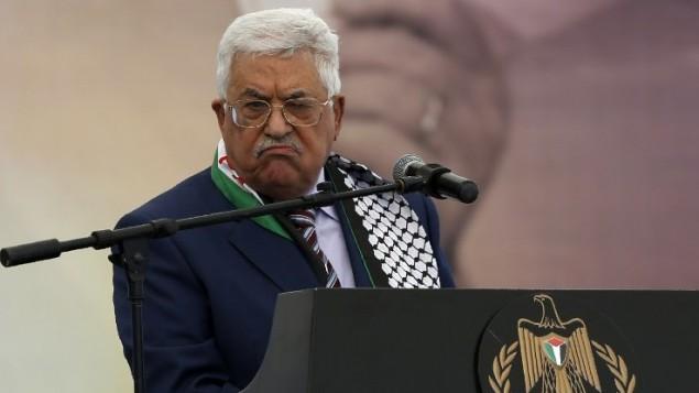 محمود عباس، رئیس تشکیلات خودگردان فلسطینی ۱۰ نوامبر ۲۰۱۶ در تجمعی به مناسبت ۱۲مین سالگرد مرگ یاسر عرفات در رامالله سخنرانی میکند