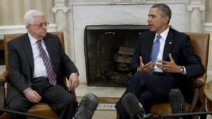باراک اوباما، رئیسجمهور ایالات متحده، و محمود عباس، رئیس تشکیلات خودگردان فلسطینی، در جلسهای در اتاق بیضی کاخ سفید در واشینگتن