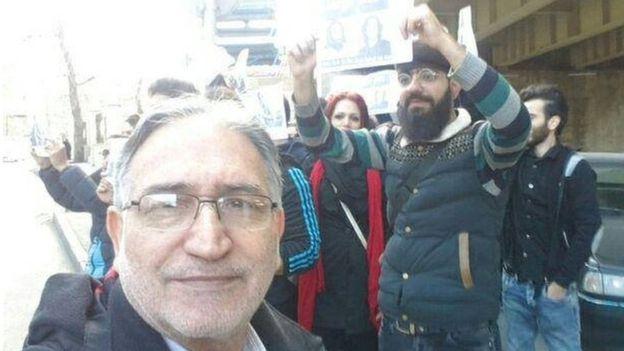 تجمع حمایتی از زندانیان سیاسى در اعتصاب غذا مقابل زندان اوین