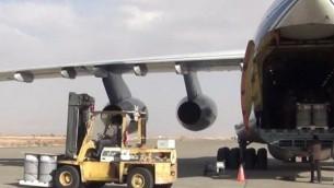 هواپیمای حامل اورانیوم غنی شده و کیک زرد از روسیه در یکی فرودگاه های اصفهان به زمین نشسته است
