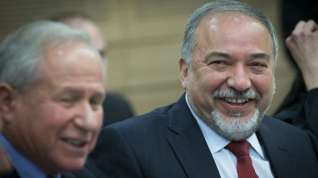 وزیر دفاع آویگدور لیبرمن در جلسهی کمیتهی امور خارجه و دفاع در اورشلیم