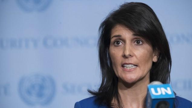 توضیح تصویر: نیکی هیلی سفیر ایالات متحده در سازمان ملل حین گفتگو با خبرنگاران پس از یک جلسهی شورای امنیت بر سر موقعیت خاورمیانه، پنجشنبه ۱۶ فوریه ۲۰۱۷