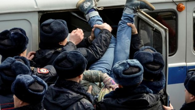 دهها معترض و مخالف دولت روسیه در جریان برگزاری تجمع علیه فساد دستگاه حاکم در مسکو بازداشت شدند