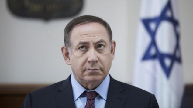 توضیح تصویر: بنیامین نتانیاهو نخست وزیر در جلسهی ماهانهی کنست در دفتر خود در اورشلیم، ۹ آوریل ۲۰۱۷
