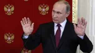 توضیح تصویر: رئیس جمهور روسیه ولادیمیر پوتین در کنفرانس مطبوعاتی در مسکو، ۱۱ آوریل ۲۰۱۷