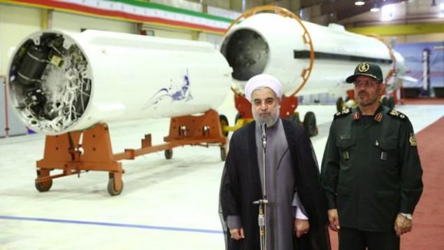 حسن روحانی در یکی از مراکز موشکی