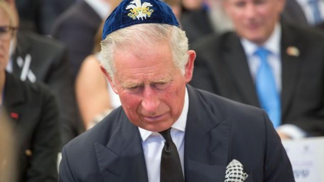 توضیح تصویر: شاهزاده چارلز در مراسم تشییع رئیس جمهور فقید شیمعون پرس در مونت هرزل، اورشلیم، ۳۰ سپتامبر ۲۰۱۶