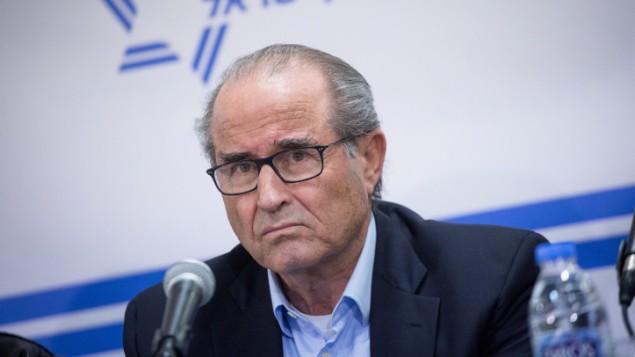 توضیح تصویر: رئیس پیشین موساد شابتی شاویت، در کنفرانس خبری «فرماندهان اطلاعات اسرائیل» که در ماه ژانویه در تلآویو برگزار شد