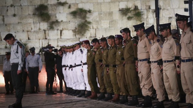 مراسم یادبود سربازان جانباخته و قربانیان اسرائیلی تروریسم (30 آوریل 2017)  (عکس: هدس پاروش، فلاش90)