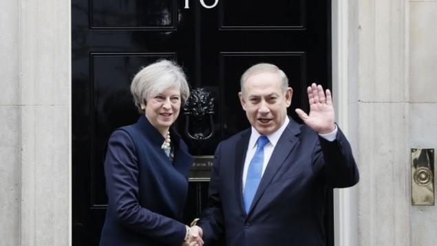 بنیامین نتانیاهو نخست وزیر اسرائیل و ترزا می نخست وزیر بریتانیا (لندن، 6 فوریه 2017) (عکس: AP/Kirsty Wigglesworth )