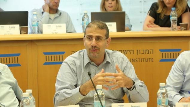 توضیح تصویر: دان شاپیرو حین گفتگو در پانلی در انستیتوی دموکراسی اورشلیم، اسرائیل – ۴ ژوئن ۲۰۱۷
