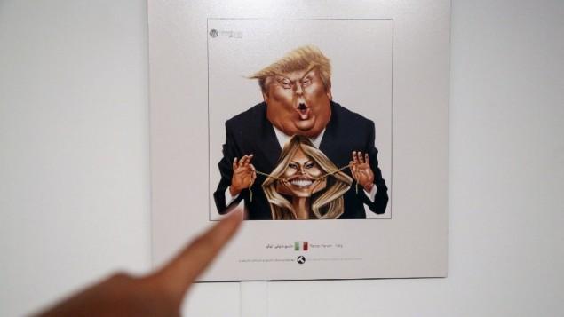 کاریکاتوری از دونالد ترامپ، رئیس جمهوری ایالات متحده، و بانوی اول ملانیا ترامپ را نشان می دهد که در نمایشگاه مسابقه بین المللی  کارتون و کاریکاتور «ترامپیسم»  ۲۰۱۷  در تهران پایتخت ایران برگزار میشود