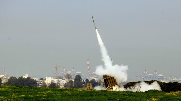 توضیح تصویر: سامانهی گنبد آهنی عین عمل، ممانعت در مقابل راکتهایی که از غزه شلیک شدند – اکتبر ۲۰۱۲