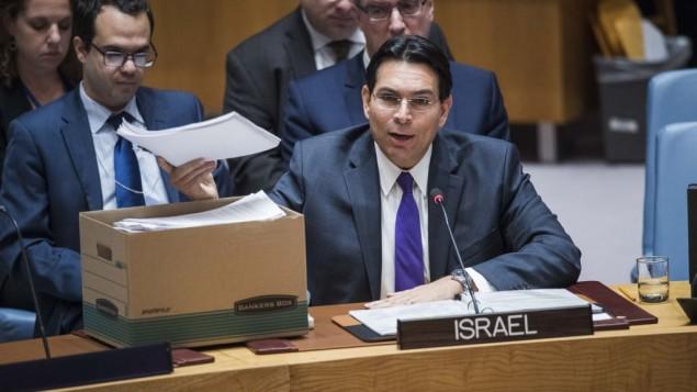 دانی دانون سفیر اسرائیل در سازمان ملل حین سخنرانی در شورای امنیت