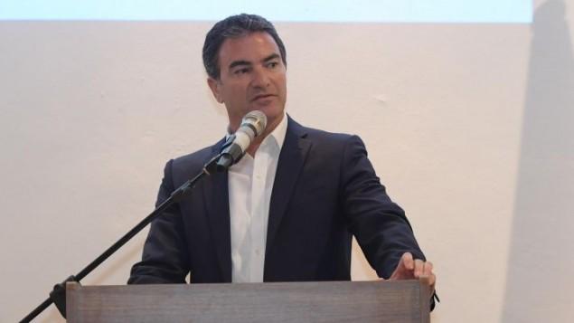 توضیح تصویر: یوسی کوهن رئیس موساد در مراسم گشایش بنیاد لیبرتاد