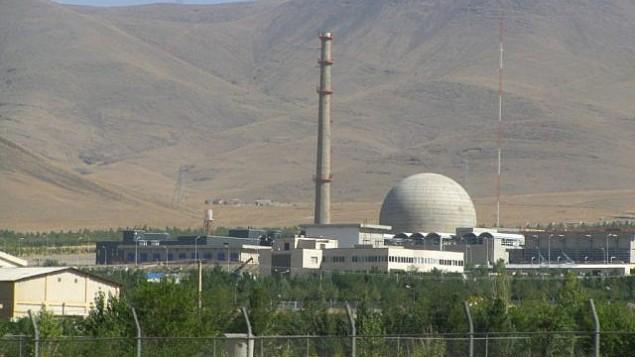 توضیح تصویر: تأسیات هستهای آب سنگین ایران در نزدیکی شهر مرکزی اراک