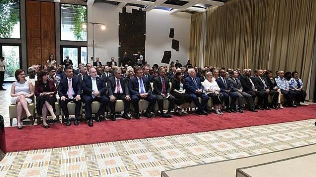 توضیح تصویر: پرزیدنت رووین ریولین در مراسم روش هاشانا در اقامتگاه ریاست جمهوری به سفرای خارجی و اعضای نهادهای دیپلماتیک میپیوندد