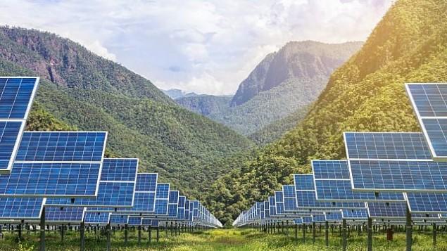 توضیح تصویر : عکس تزئینی از پانلهای خورشیدی