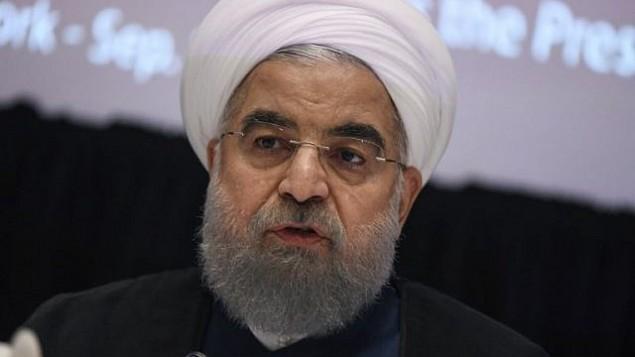 حسن روحانی رئیس جمهور ایران حین پاسخ به سوالات در کنفرانس مطبوعاتی نیویورک، ۲۰ سپتامبر ۲۰۱۷، در حاشیه ی هفتاد و دومین مجمع عمومی سازمان ملل متحد