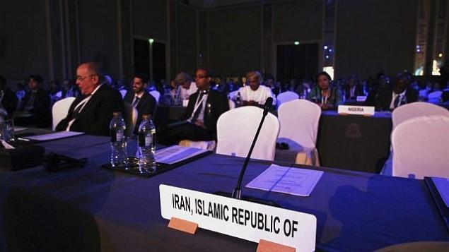 توضیح تصویر: صندلیهای هیأت ایرانی در کنفرانس انرژی اتمی در ابوظبی، امارات متحد عربی، خالی ماند – ۳۰ اکتبر ۲۰۱۷