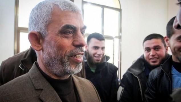یحیی سینوار رهبر حماس در نوار غزه در مراسم گشایش مسجدی تازه در شهر رفاه، جنوب غزه – ۲۴ فوریه ۲۰۱۷