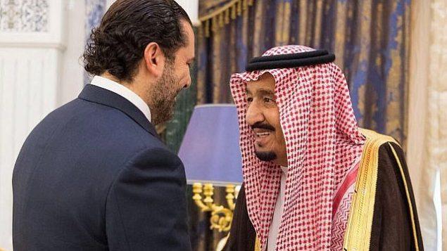 توضیح تصویر: شاه سلمان از عربستان سعودی، راست، به همراه نخست وزیر کنارهگرفتهی لبنان، سعاد حریری در ریاض، عربستان سعودی – ۶ نوامبر ۲۰۱۷