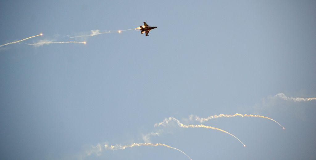 جت F-16 اسرائیلی در نمایش هوائی در 31 دسامبر 2015 (عکس: Hagar Amibar/Israel Air Force/Flickr)