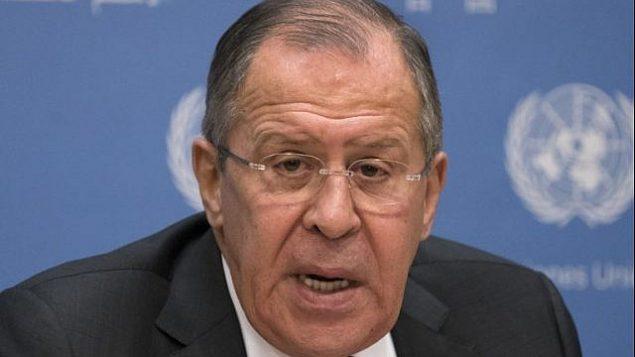 توضیح تصویر: سرگئی لاوروف وزیر خارجهی روسیه حین گفتگو با خبرنگاران در سازمان ملل، ۱۹ ژانویه ۲۰۱۸ AFP Photo/Don Emmert))