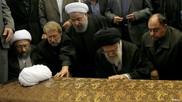 مقامات ارشد رژیم بر جنازه ی هاشمی