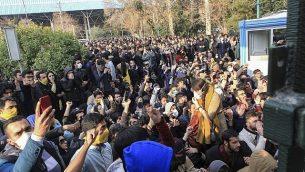 صحنه ای از اعتراضات اخیر ایران