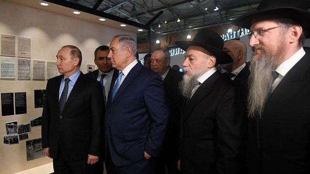 توضیح تصویر: بنیامین نتانیاهو نخست وزیر، وسط، ولادیمیر پوتین رئیس جمهور روسیه، چپ، زیو الکین وزیر حفاظت محیط زیست، دوم از چپ، و بری لازار، خاخام ارشد روسیه، راست، حین دیدار در مسکو، روسیه، ۲۹ ژانویه ۲۰۱۸.  (Courtesy PMO)