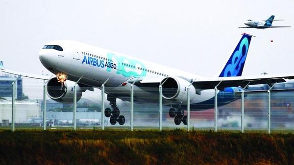 یک فروند هواپیمای ایرباس