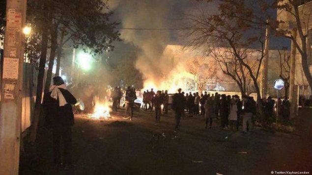 آتش و دود در اطراف خانه نورعلی تابنده، قطب دراویش گنابادی در خیابان گلستان هفتم تهران