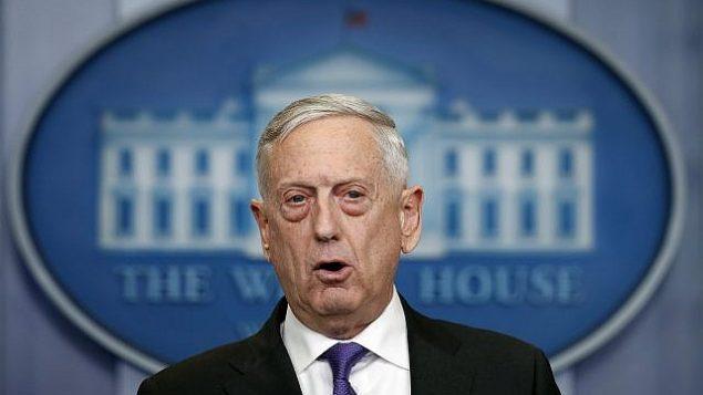 توضیح تصویر: وزیر دفاع ایالات متحده جیم ماتیس حین گفتگو در گزارشهای توجیهی روزانه کاخ سفید، ۷ فوریه ۲۰۱۸. (AP Photo/Carolyn Kaster)