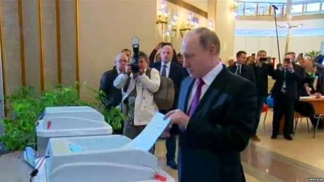 پوتین در حال رای دادن