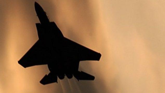 عکس تزئینی: جت جنگندهی اف ۱۵ اسرائیل . (Tsahi Ben-Ami/Flash90)