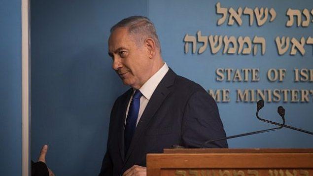 توضیح تصویر: بنیامین نتانیاهو نخست وزیر در کنفرانس خبری حین اعلام توافق تازه در خصوص مواجهه با پناهجویان و مهاجران غیرقانونی آفریقایی در اسرائيل، دفتر نخست وزیر، اورشلیم، ۲ آپریل ۲۰۱۸.  (Hadas Parush/Flash90)