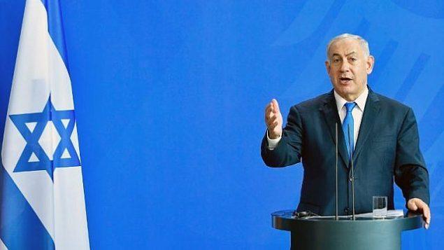 توضیح تصویر: بنیامین نتانیاهو نخست وزیر حین سخنرانی در کنفرانس مطبوعاتی پس از جلسهای با صدراعظم آلمان در مقر صدارت عظما در برلین، ۴ ژوئن ۲۰۱۸. ( AFP PHOTO / Tobias SCHWARZ)