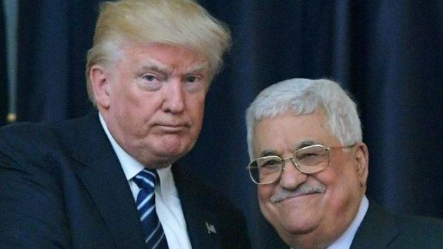 توضیح تصویر: دونالد ترامپ، رئیس جمهور ایالات متحده، چپ، و محمود عباس رهبر فلسطینی در مقابل دوربین در یک کنفرانس مشترک مطبوعاتی در کاخ ریاست جمهوری در بیتاللحم، کرانهی باختری، ۲۳ مه ۲۰۱۷.  (AFP/Mandel Ngan)