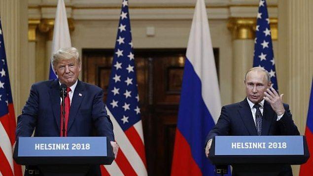 دونالد ترامپ رئیس جمهور ایالات متحده، چپ، و ولادیمیر پوتین رئیس جمهور روسیه در کنفرانس مطبوعاتی در کاخ ریاست جمهوری فنلاند، 16 ژوئیه 2018، هلسینکی، فنلاند. (AFP / Brendan Smialowski)
