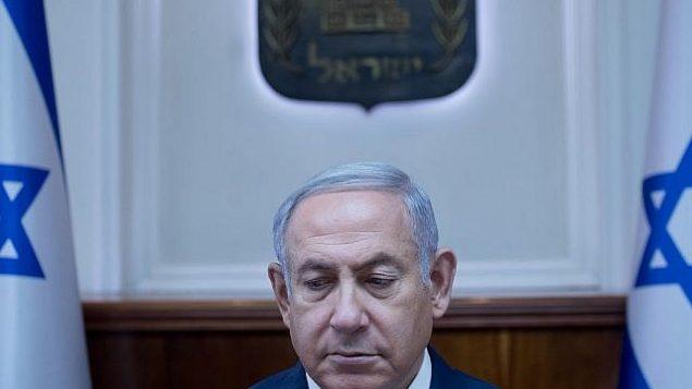 توضیح تصویر: بنیامین نتانیاهو نخست وزیر در کنفرانس هفتگی دولت در دفتر نخست وزیر در اورشلیم، ۱ ژوئیهی ۲۰۱۸. (Ohad Zwigenberg/POOL)